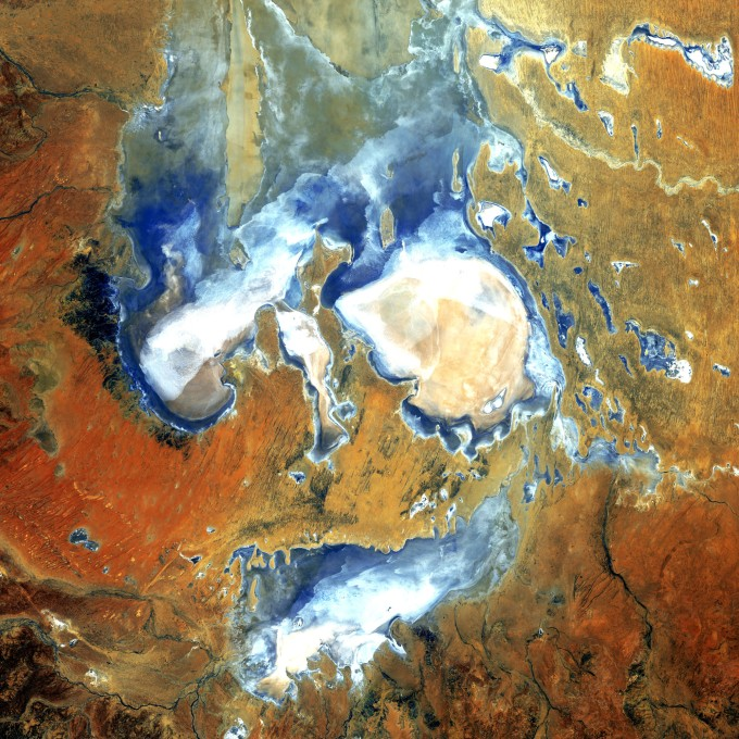 Lake_Eyre_-_Flickr_-_NASA_Goddard_Photo_and_Video.jpg